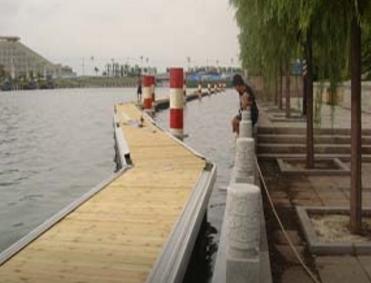 游艇码头设计厂家介绍塑料浮筒的简介及特点和价值